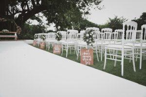 Ceremonia. Sillas con letreros